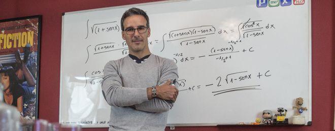 El profesor que te ayuda a aprobar selectividad desde YouTube | Crónica | EL MUNDO
