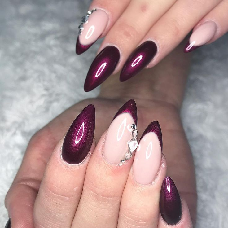 Black Cherry  (Gör endast naglar på familj & nära under mammaledigheten!) #nails#gelnails#naglar#gelenaglar#stilettonails#instanails#nailsofinstagram#coffinnails#ballerinanails#nailobsession#sweden#gotland#visby#nailprobeauty#nailpro#nailart#nailartist#art#beauty#beautiful#love#nailtech#nailswag#fashion#glitter#sparklynails