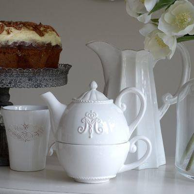Teapot and cup set.