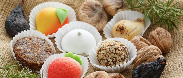 Algarve sweets made of almond or fig, eggs and sugar