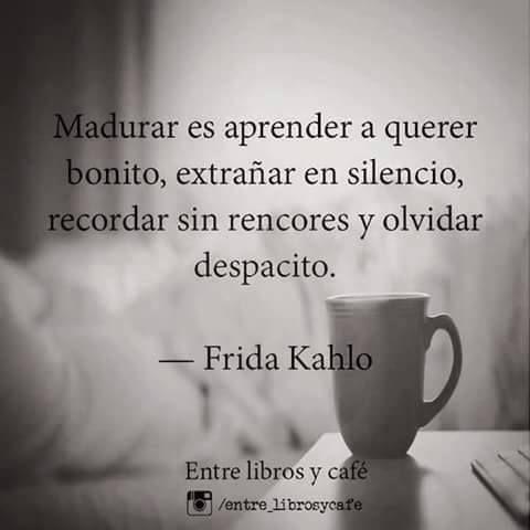 Otra maravillosa frase atribuida a Frida Kahlocompartida por Entre libros y café, pone acciones y crecimiento personal en su lugar y abre enriquecedoras posibilidades de autoconocimiento, expresi…