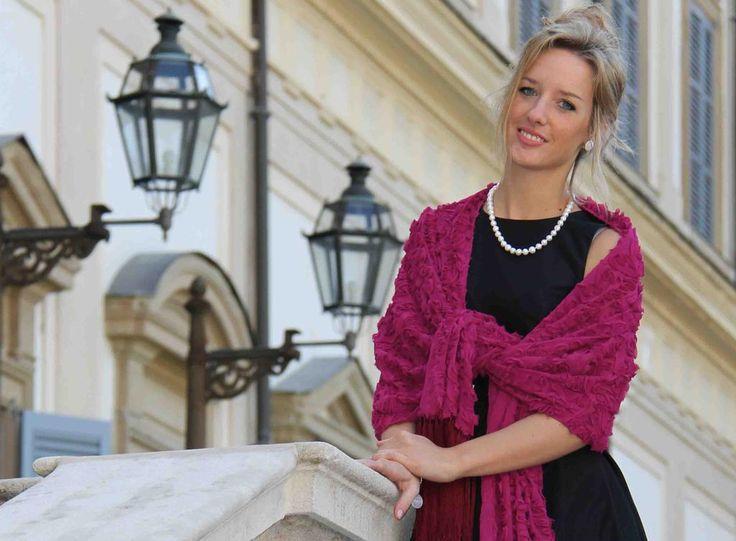 Testimone della #sposa!Vuoi essere originale per l'evento?Completa il tuo look con una stola! http://shop.marinafinzi.com