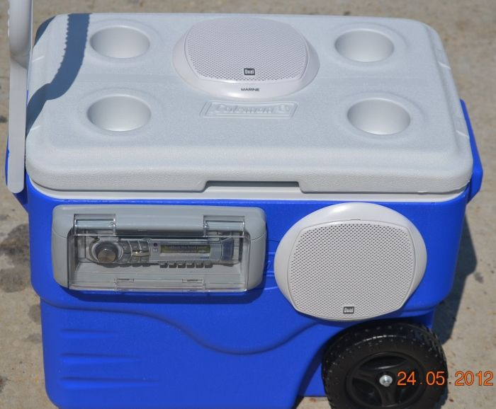 wooden ice chest with speakers 3
