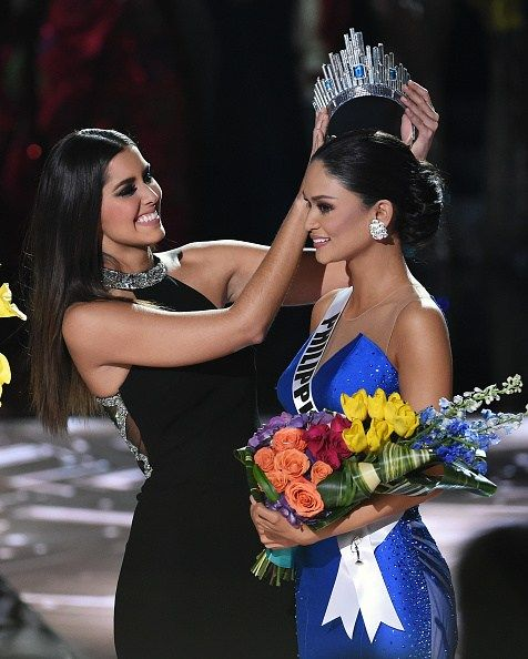 LAS VEGAS, NV - DECEMBER 20:  Miss Universe 2014 Paulina Vega (L) crowns Miss Philippines 2015, Pia Alonzo Wurtzbach, the new Miss Universe after host Steve Harvey mistakenly named Miss Colombia 2015, Ariadna Gutierrez (not pictured), the winner instead of Wurtzbach during the 2015 Miss Universe Pageant at The Axis at Planet Hollywood Resort & Casino on December 20, 2015 in Las Vegas, Nevada.  (Photo by Ethan Miller/Getty Images)