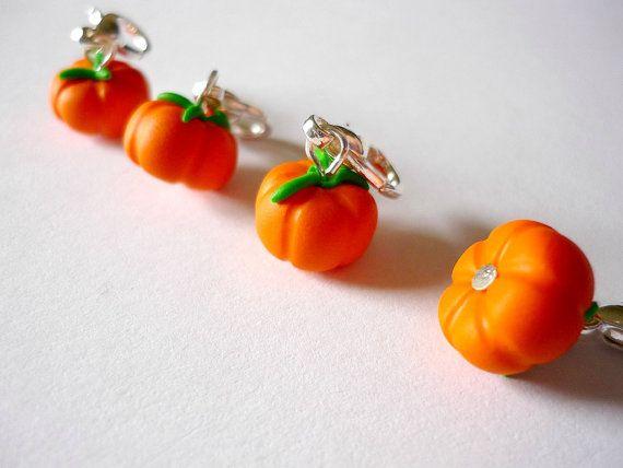 Pumpkin stitch markers crochet stitch di AbsoKnittingLutely
