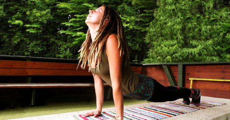 Die 5 Tibeter sind eine simple Folge von Übungen aus dem Yoga, welche dir bereits nach kurzer Zeit große Vorteile für dein Wohlbefinden bieten können.