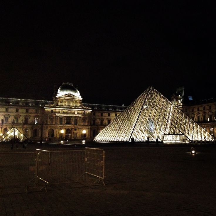 Louvre by night #Paris
