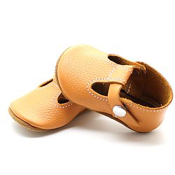 Having a hard time finding shoes that fit your little one? I know I always am! My daughters feet grow so fast that I just never know what size to buy for her, especially when buying shoes online. I recently found the cutest shoe shop for little kids called Mon Petit Shoes. One of my… Read More Top 5 Fall Shoes for Toddlers