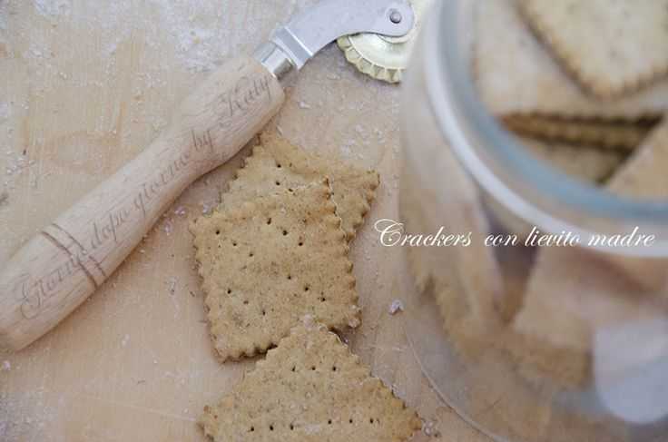 Crackers integrali con lievito madre (esuberi)