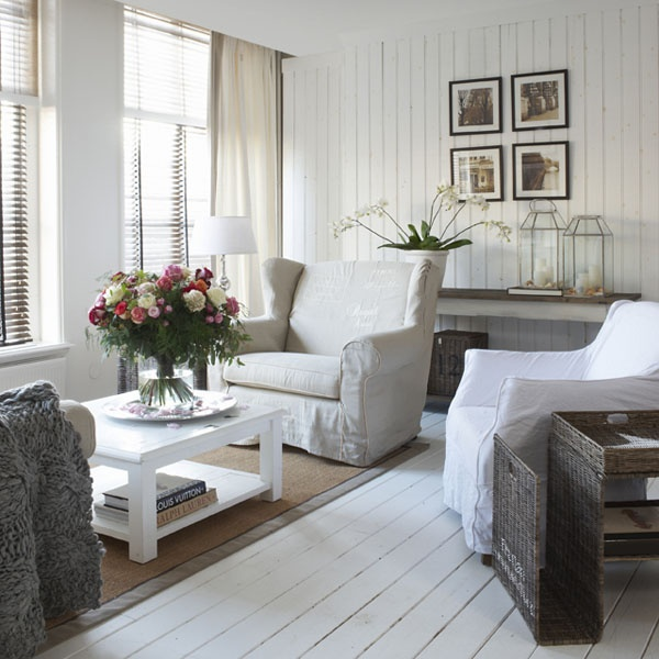 Nojatuolit, seinäpaneeli.  RM-style by Loviisan Aitta.