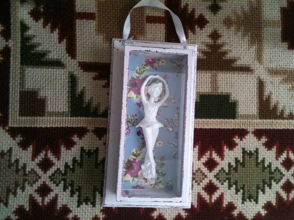 Quadro Shabby Chic Bale  Forrado com tecido importado. Quadro com vidro. Pintura externa em estilo Provençal.