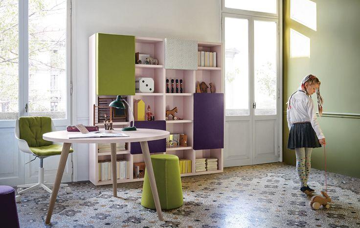 Circular Woody Desk. Children bedroom, furniture for children - Battistella. Disponible en Manuel Lucas Muebles, Elche.