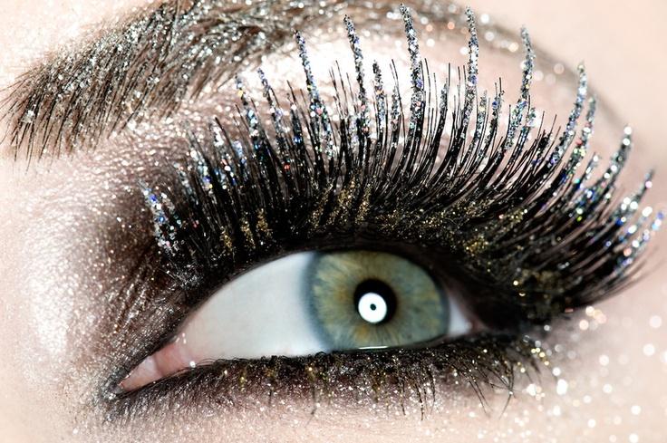 Uzmee Krakovszki Make-up Artist, love this for like a halloween/ dress up costume frost idea!