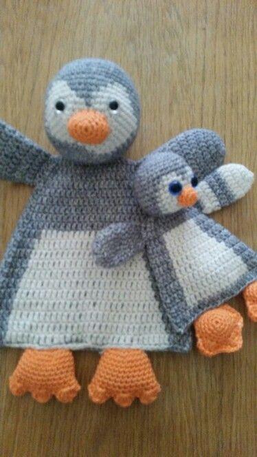 Lappenpoppen mama en baby pinguïn.