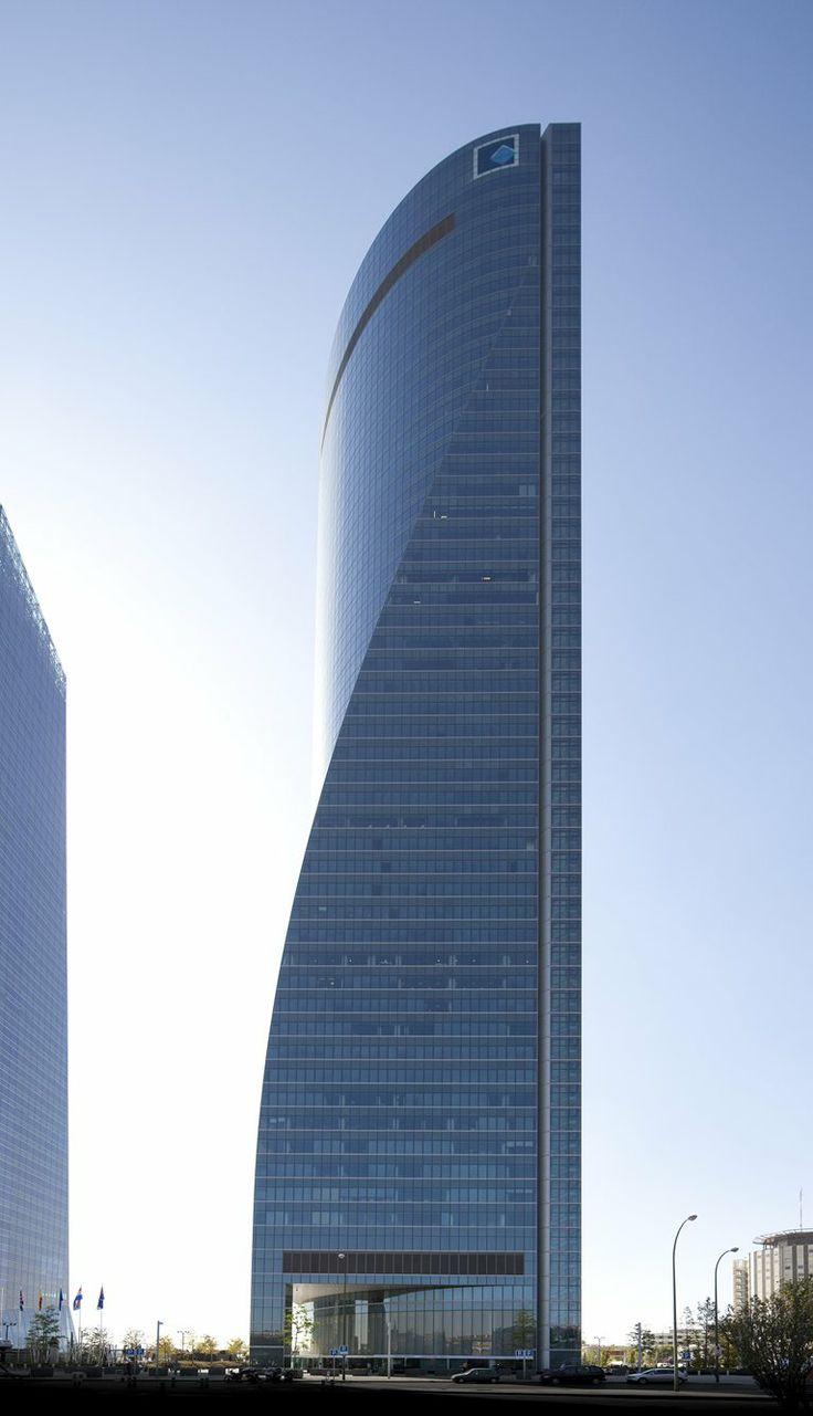 Yo visite los rascacielos muy modernos. Estaba muy grande.