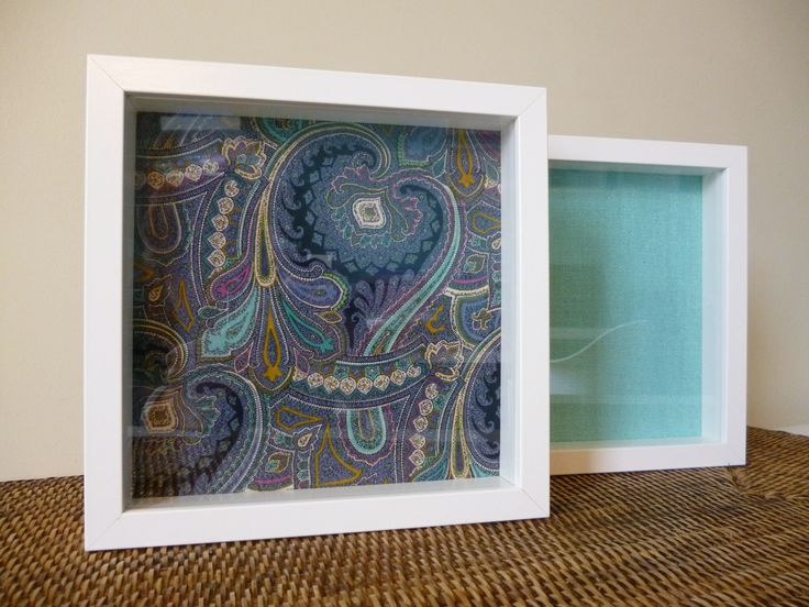 Quadro com tecido cornucópias 23 x 23 cm: Preço 11 € Quadro com tecido verde água 23 x 23 cm: Preço 11 €