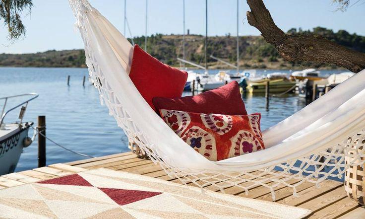 Uma das grandes #tendências que se prevê para a Primavera/Verão 2016 é o estilo étnico. Este estilo engloba o #estiloboémio, que já conhecemos, com a sua mistura de padrões, cores e texturas mas inclui também as cores e padrões da savana africana, os #animalprints, os tapetes marroquinos, e os tecidos exóticos.  Deixe-se inspirar e contacte-nos para qualquer questão! geral@baobart.pt #baobart #design #portugal #decor #decorationideas #interiordesign #inspiration #beautiful…