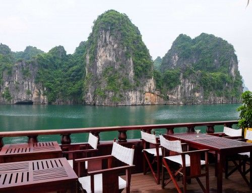 Cruising Bai Tu Long Bay on Dragon Legend