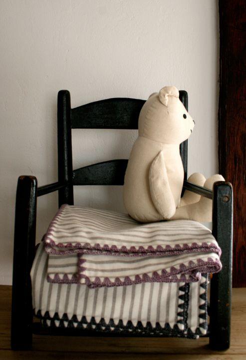 Как обвязать ткань пряжей / Несколько метров пряжи, крючок и отрез ткани и вы превратите его в  уютный, неповторимый и именно домашний текстиль.