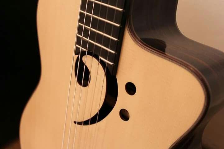 Guitarra Clave de Fa (Guitarras Raimundo)