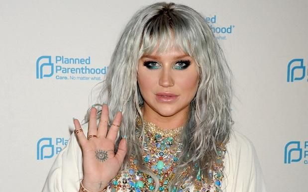 Kesha Tells Cheering NYC Crowd That Dr Luke Fucked With The Wrong Woman - Pedestrian TV #757LiveAU