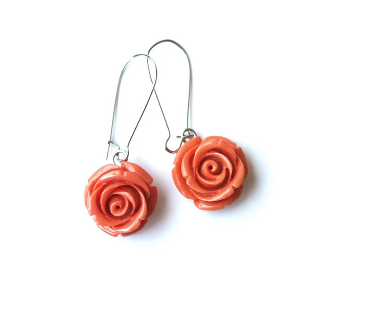 Flower earrings - peach orange rose dangles: Crystals, Peaches Orange, Orange Roses, Rose Dangle, Earrings Peaches, Orange Nectarine, Flowers Earrings, Nectarine Rose, Flower Earrings