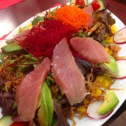 ヘルシーで栄養たくさん取れそうなお魚サラダ!
