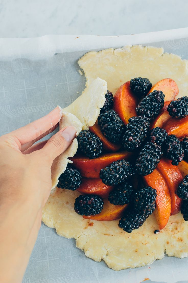 peach and blackberry galette, easy dessert recipe — via @TheFoxandShe