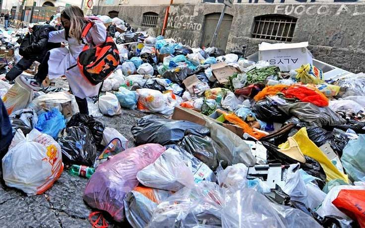 rifiuti a Napoli