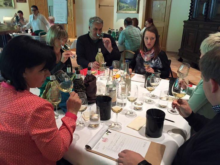 Das Weinverkostungswochenende im Rahmen der Best of Bio Wine Award Prämierung 2015 im Hoteldorf Grüner Baum in Bad Gastein #bestofbio #biohotels mit Verkostungsleiter Jürgen Schmücking