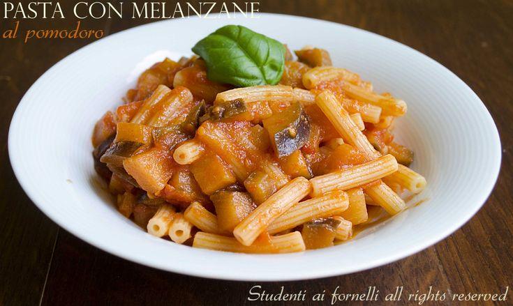 Pasta con melanzane al pomodoro | Ricetta cremosa http://blog.giallozafferano.it/studentiaifornelli/pasta-con-melanzane-al-pomodoro-ricetta-cremosa/