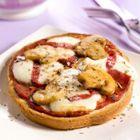 Pizza met champignons en salami (brood pizza)