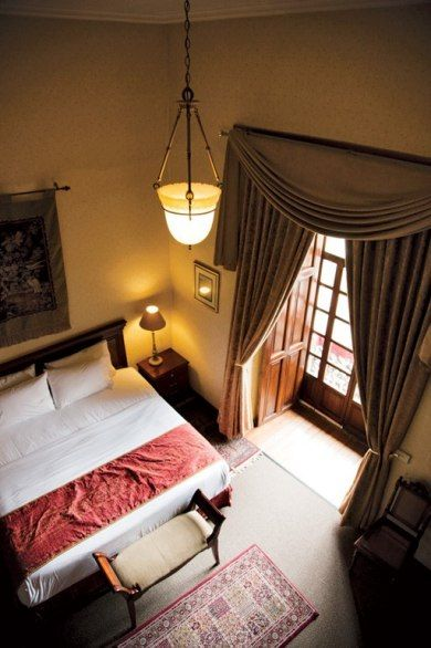 I like something next to the bed like that window there. Cuenca - hotel Santa Lucia