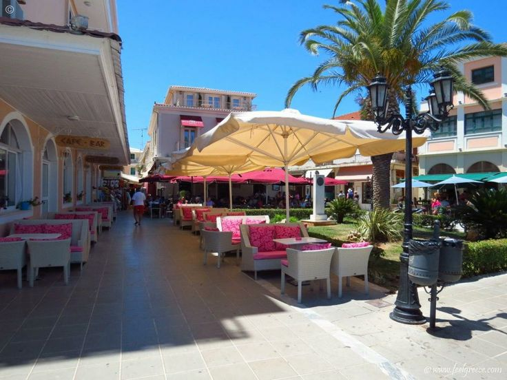 Lunch time at the center of Lefkada Town