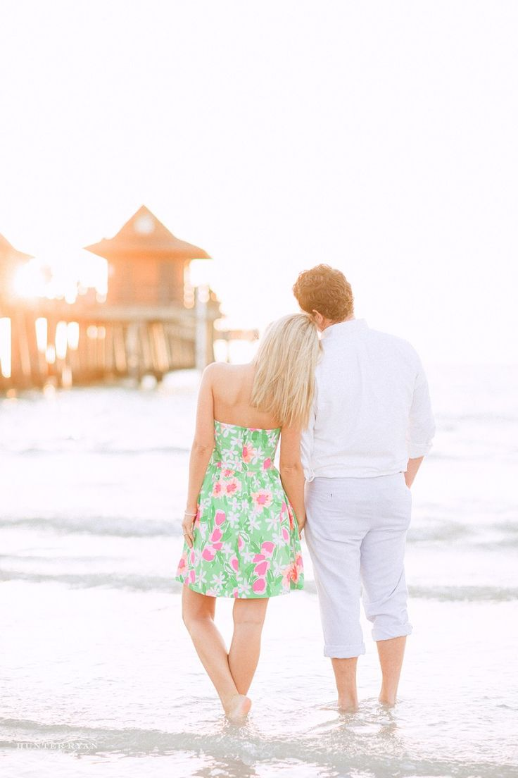3rd Street South & Naples Pier Engagement | South Florida Wedding & Engagement Photographer | Molly & Ed | Lilly Pulitzer | Preppy Engagement Photos Inspiration | Sunset Engagement | www.hunterryanphotoblog.com