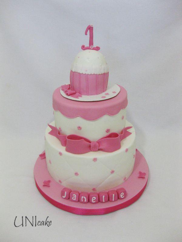 C147. Pikkuisen taaperon yksivuotisjuhlaan kakku. Cake for a 1st birthday celebration.