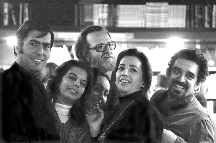 Mario Vargas Llosa, su esposa Patricia; José Donoso y su esposa Pilar Serrano; Mercedes Barcha (esposa de Garcia Márquez) y Gabriel García Márquez a inicios de los 70.