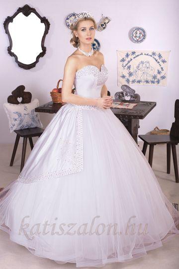 147- Hercegnős, zsinóros esküvői ruha