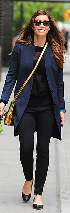 Who made  Jessica Biels handbag and blue coat that she wore in New York?