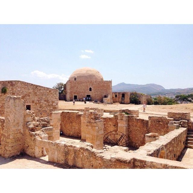 The Venetian Fortress in #Rethymno Photo credits: @andreabakacs