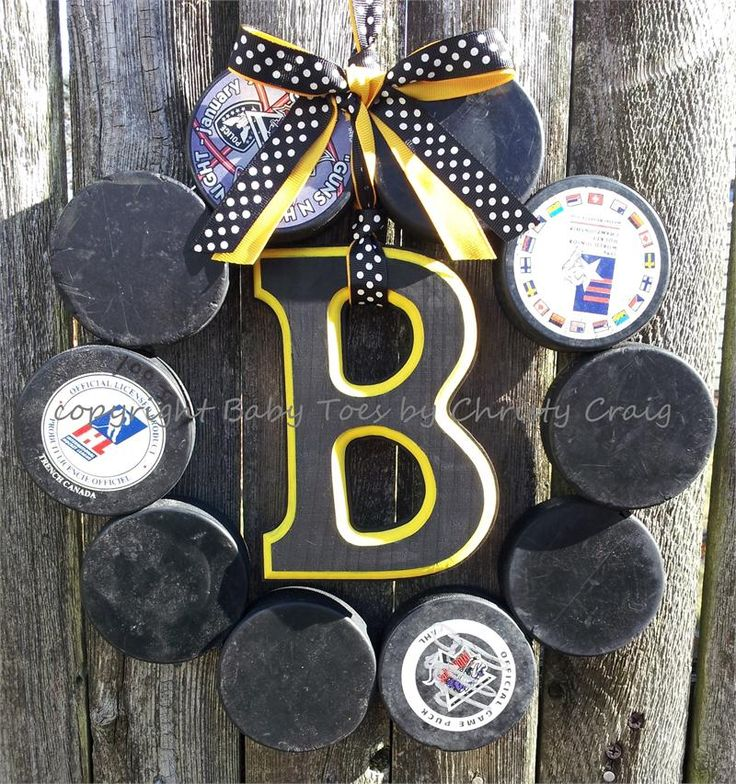 Boston Bruins Hockey Love Wreath