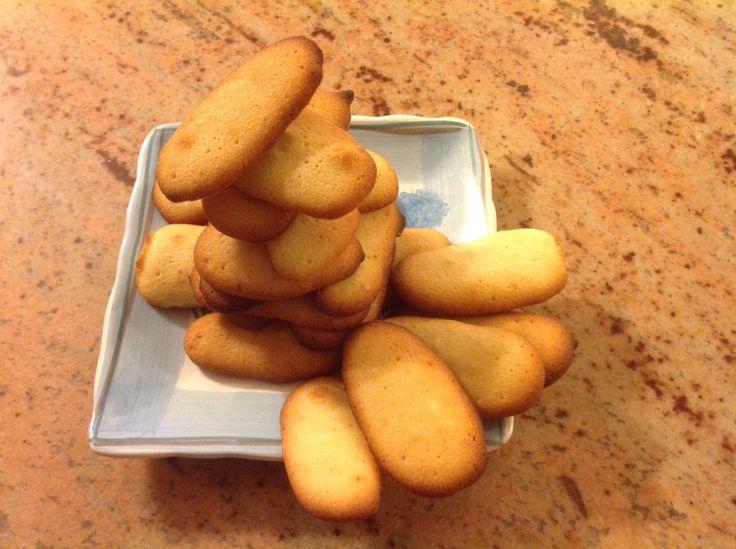 Lingue di gatto – I love desserts and cooking