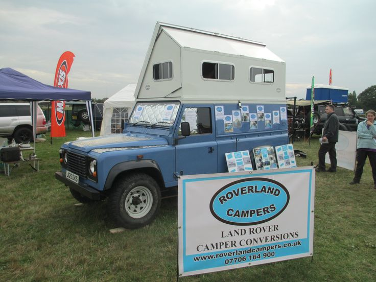 A neat folding roof on a Landrover 4x4 Camper by; http://www.roverlandcampers.co.uk/