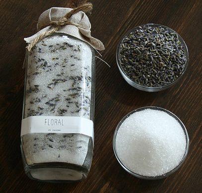 Hoy os enseño como hacer un desodorante 100% natural para la arena de vuestro gato con romero, lavanda, tomillo... Solo cositas naturales que evocarán los olores del campo