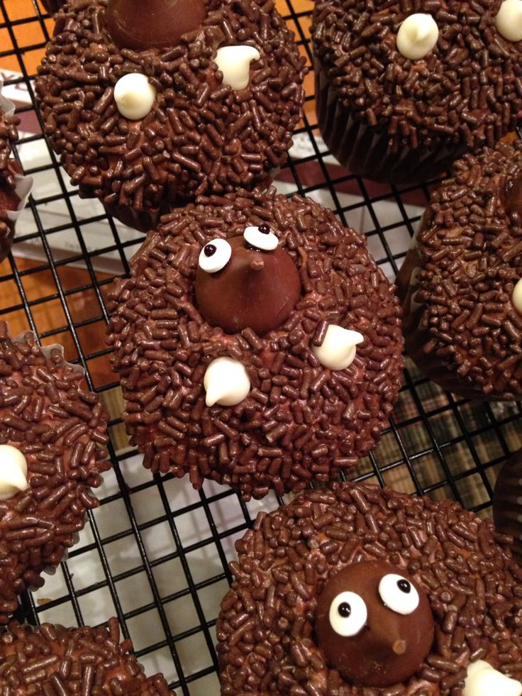 Mole Day cupcakes!!                                                                                                                                                                                 More