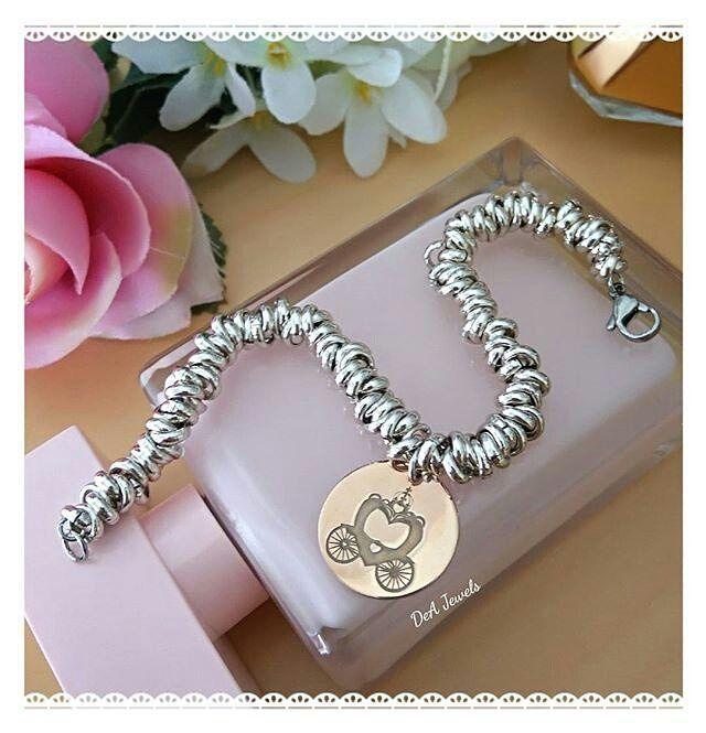 #Repost @dea.jewels  Bracciale Nodini con Carrozza in argento925 Oro Rosa  #new #bracciale #bracelet #nodini #nodino #carrozza #fiaba #fairy #favola #ororosa #goldrose #silver #argento #arg925 #topquality #deajewels #handmade #madewithlove #top #jewels #jewelry #accessori #moda #fashion #style #love