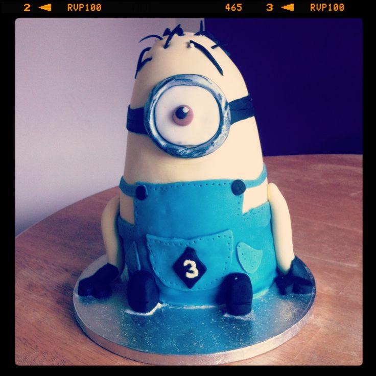Kevin the minion cake