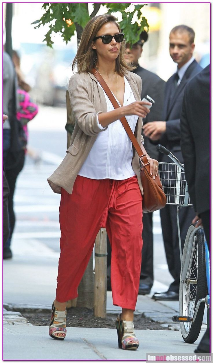 Pregnant Jessica Alba Leaving Her New York Hotel