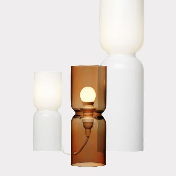 Iittalan sisustustuotteet, esim. valkoinen tai kupari 250mm Lantern-valaisin 159 €. Iittala, E-taso.