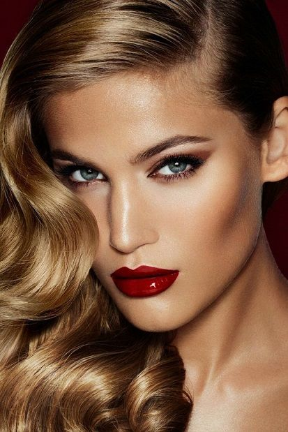gold eyes and red lips